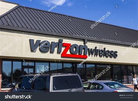 Muncie Circa August 2016 Verizon Wireless Stock Photo ...