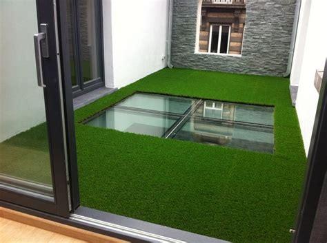 bureau design bruxelles magnifique réalisation dans une cour intérieure gazon