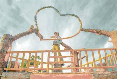 Bukit cinta watu prahu harga tiket: Tiket Masuk Bukit Cinta Pemekasan 2021 - Harga Tiket Masuk Wisata Selamat Pagi Madura Maret 2021 ...