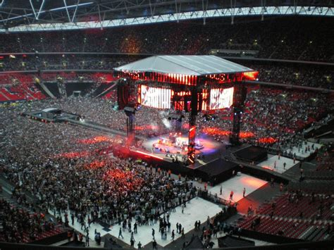 wembley stadium   foo fighters  playing
