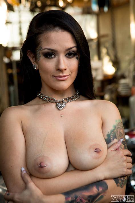 Gorgeous Brunette Got Fucked In A Garage Photos Katrina