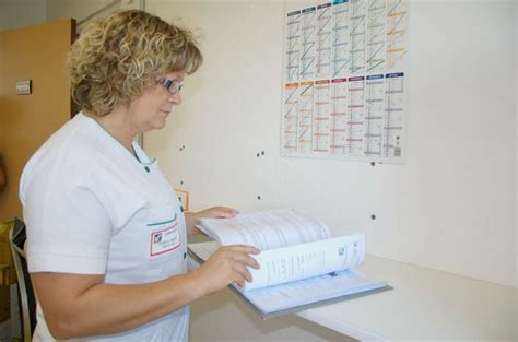 201 tablissements de sant 233 plus d emplois infirmiers en 2014
