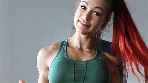 fitness influencerin nimmt ueber  kilo zu heute findet