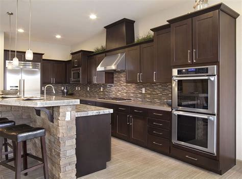 chocolate color kitchen cabinets best 25 kitchen cabinets ideas on 5403