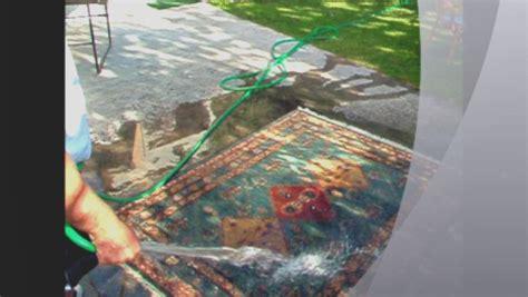 lavare un tappeto come si lava un tappeto una piccola guida