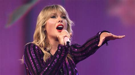 30 Reasons Why We Love Taylor Swift on her 30th Birthday