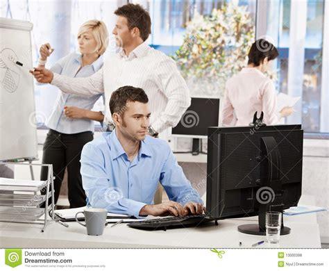 si e bureau baquet vida de la oficina hombres de negocios trabajo foto