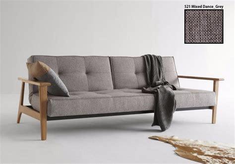 canapé lit bois 17 meilleures idées à propos de lit convertible sur