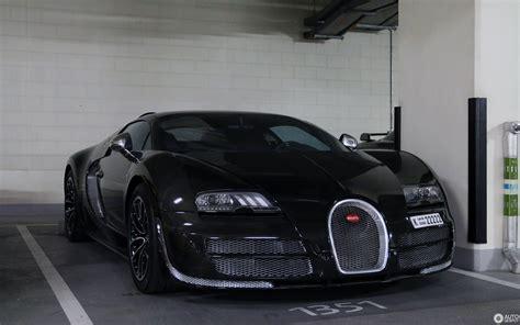 La bugatti chiron noire sportive reçoit une finition noire mate, comme tous les éléments de garniture extérieure (jantes, becquet avant, calandre, le grand c latéral, sorties d'échappement et capot du moteur). Bugatti Veyron 16.4 Grand Sport Vitesse - 17 February 2019 - Autogespot