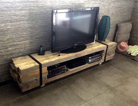 les 25 meilleures id 233 es de la cat 233 gorie meuble tv palette