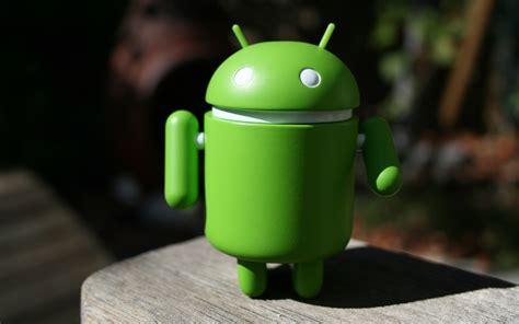 Google Android Bots Desktops by Terry Majamaki