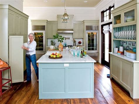 island kitchen restaurant nantucket island benjamin quot wythe blue quot hc 143 cabinetry 4834