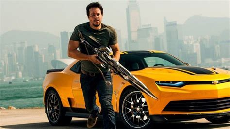 actor mark wahlberg opens chevy dealership  columbus