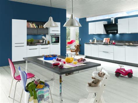 mur cuisine bleu mur cuisine bleu escalier décoration bord de mer ou