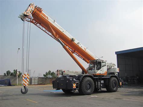 Zoomlion unveils new RT100 rough terrain crane during ...