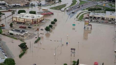ประมวลภาพ!! ฝนถล่มน้ำท่วมหนัก ป่วนเท็กซัส-โอคลาโฮม่า อพยพ ...