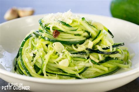 comment cuisiner des courgettes rondes recette de spaghettis de courgette à l ail