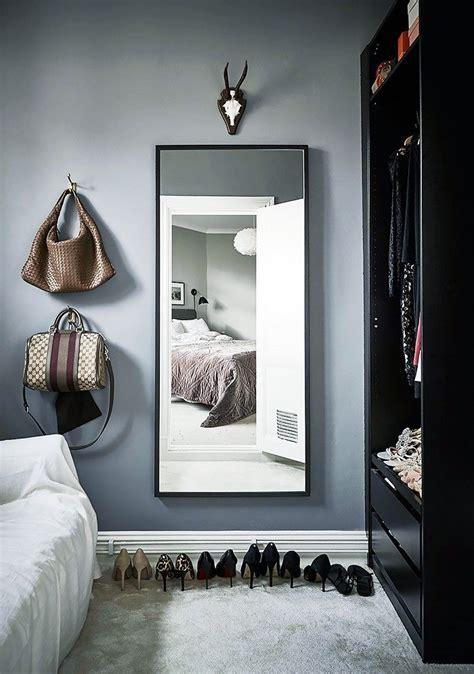 Closet Minimalist by 1000 Ideas About Minimalist Closet On