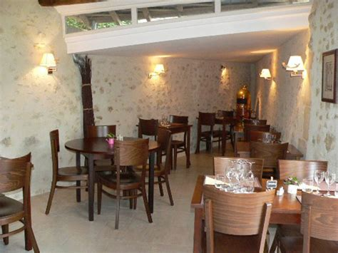 restaurant c 244 t 233 cour restaurants lodging dining goint out touraine loire valley