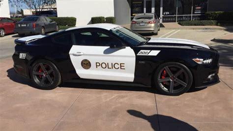 quand la ford mustang se transforme en voiture de police