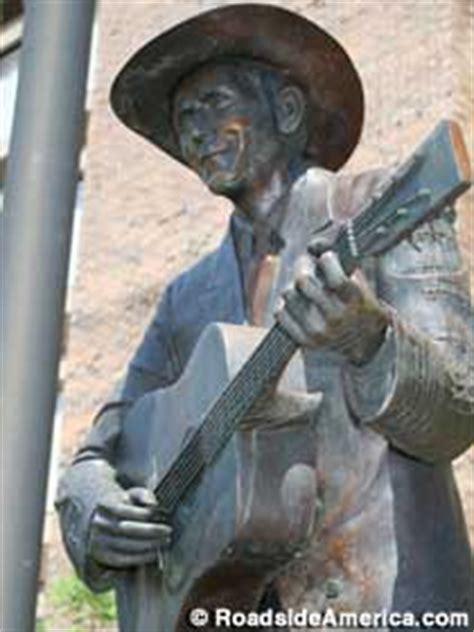 hank williams statue montgomery alabama