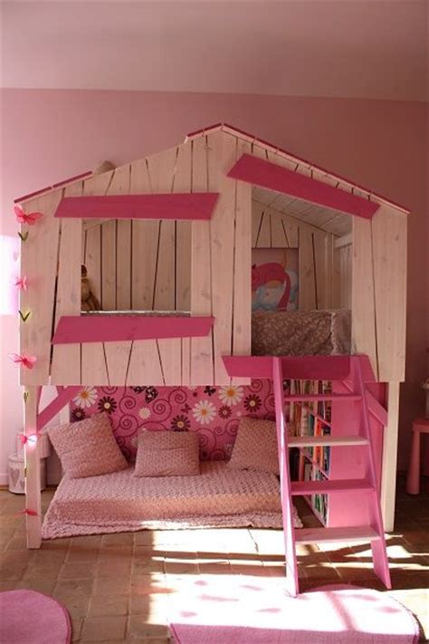 un lit cabane pour les filles chambres à thème pour