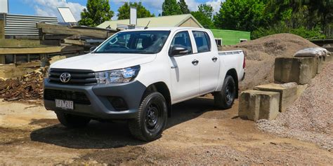 toyota com 2016 toyota hilux workmate 4x4 review caradvice