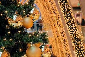 Bilder Mit Lichterkette : 4196 5021 tannenbaum mit weihnachtskugeln lichterketten als weihnachtsdekoration ~ Frokenaadalensverden.com Haus und Dekorationen