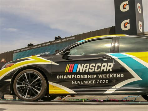 nascar cup championship series weekend heads ism raceway