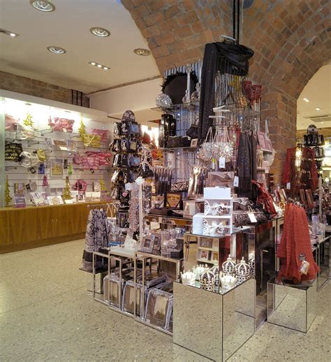christmas shopping at the museum gift shope in richmond virginia best museum shops for gifts fund
