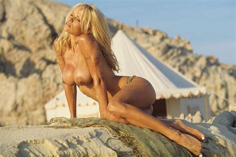 Pamela Anderson Nude And Hot On The Beach Pichunter