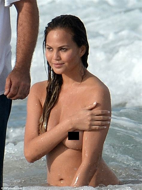 Chrissy Teigen Topless And Husband John Legend Seems Very Impressed Daily Mail Online