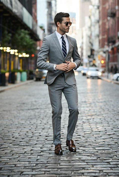 grauer anzug blaues hemd business kleider eleganter grauer anzug weises hemd reirte