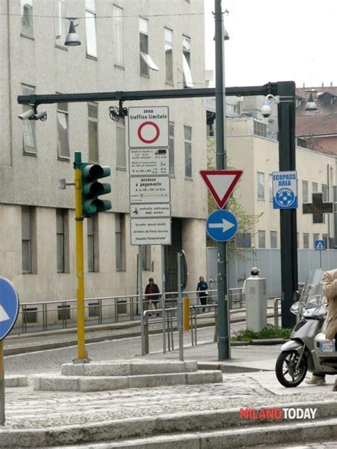 Multa Ingresso Area C Corsia Preferenziale Di Corso Magenta Cartelli Poco