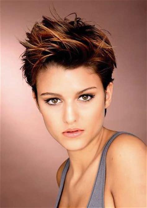 frisuren für kurze haare frauen was sagt ihr zu frauen mit kurzhaar frisuren haare mode aussehen
