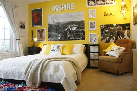 Bedroom Decorating Ideas For Yellow Walls by Room Ideas Of Decorations Midcityeast
