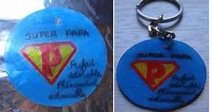 Porte Clé Super Papa : badges magnets et porte cl s le plastique dingue fait de l 39 effet le plastique dingue c 39 est ~ Melissatoandfro.com Idées de Décoration