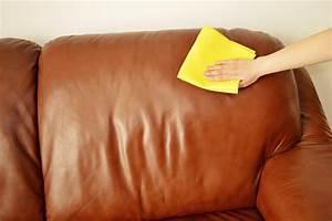 Comment Nettoyer Du Cuir : un truc de grand m re pour nettoyer son canap en cuir ~ Medecine-chirurgie-esthetiques.com Avis de Voitures