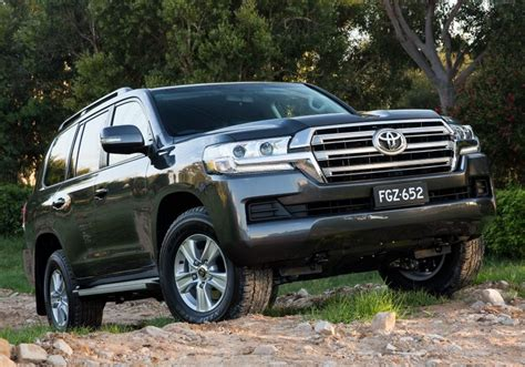 Toyota's landcruiser 76 series wagon occupies a small, very specific niche all of its own: 2018 Toyota LandCruiser 70 LC200 GXL (4x4) four-door wagon ...