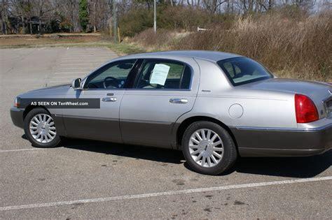2003 Lincoln Town Car Signature Sedan 4 Door 4 6l