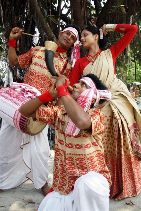 7e1cc62fa7 Among all the states of India, the north eastern state of Assam boasts of a  traditional attire that is uniquely beautiful. The Assamese women take  pride in ...