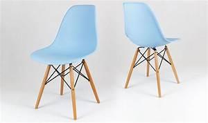 Chaise DSW bleue ciel avec pieds en bois style scandinave