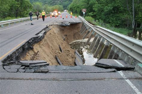 south tribune 10 17 one killed in lansing washout mississippi river crossing