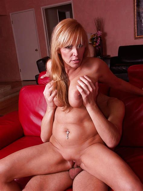 Sex Hungry Milf Nicole Moore Gets Her Pussy Licked And