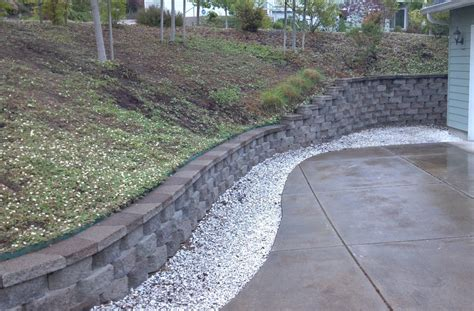 anchor beveled retaining wall with capstone