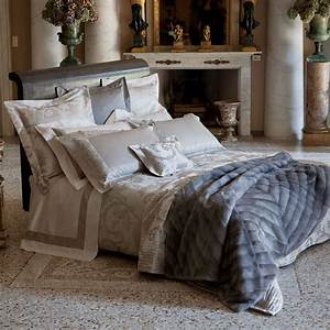 decorative pillows for bed ideas billingsblessingbagsorg With decorative throws for beds