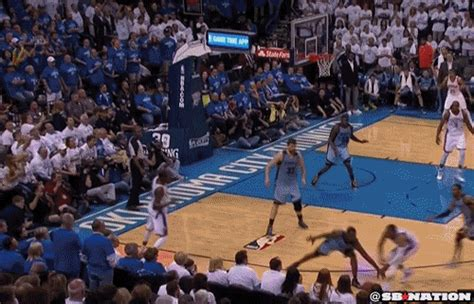 kevin durant hits twisting turning circus  pointer