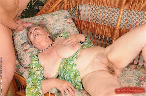 Granny Hippie With Face Best Old Granny Gets A Busty Jizz Load On Her Face
