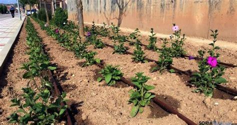 el burgo instala riego por goteo en sus jardines