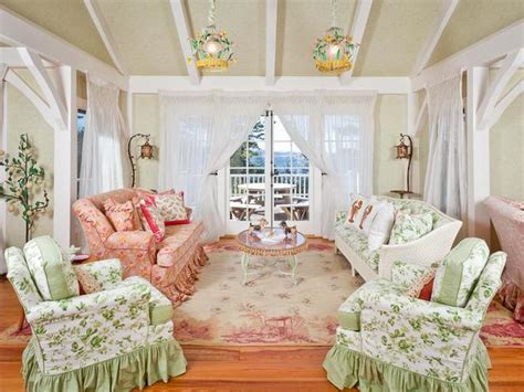 Tour Kirstie Alley's Maine Home, Decorated With A Feminine Touch